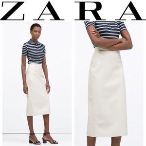 Like New Zara faux leather Midi skirt in Ivory